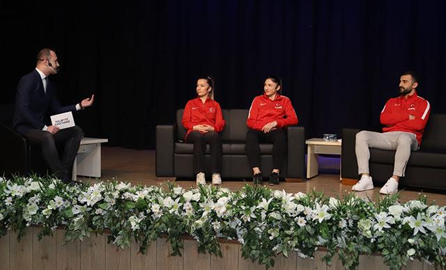 Kağıthane'de Milli karateciler spor severlerle bir araya geldi