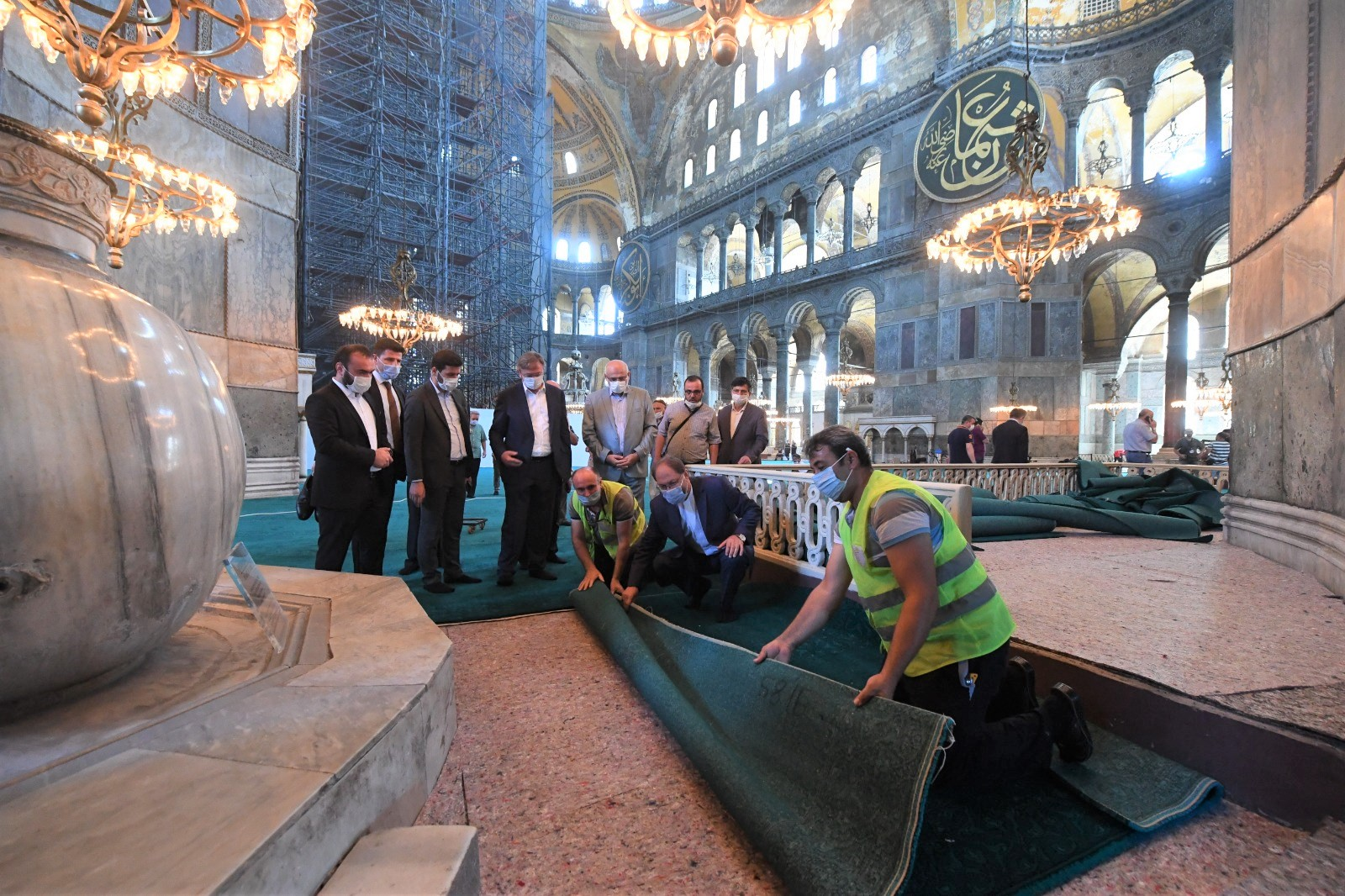 Ali Erbaş Ayasofya Camii'de son incelemelerde bulundu