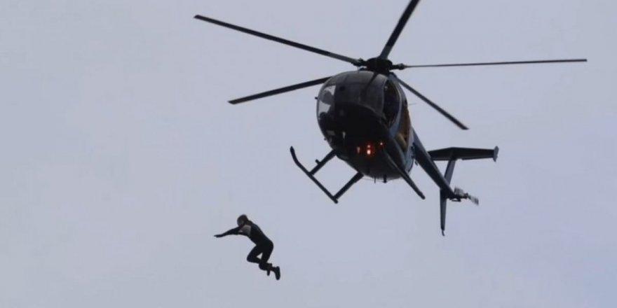 40 metre yükseklikten helikopterden atladı ! Bayıldı