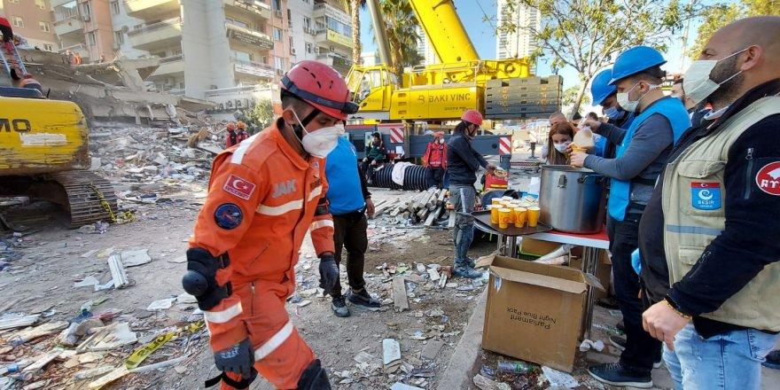Beşir Derneği depremin ilk dakikalarından itibaren İzmir'de
