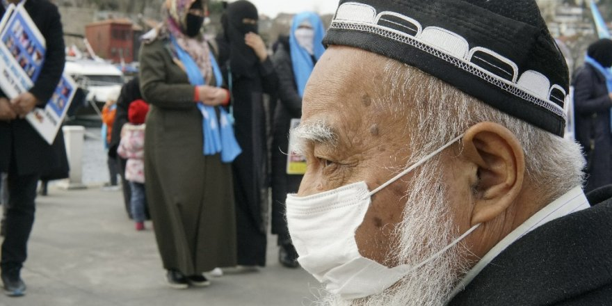 """Soylu """"Uygur Türkü kardeşlerimiz ülkemizde Al bayrak ve Gökbayrak gölgesinde hür ve özgürdürler."""