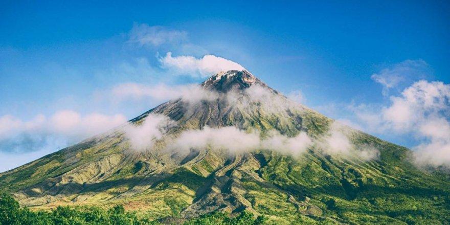 Hawaii bölgesinde bulunan dünyanın en büyük volkanı uyanmaya başladı