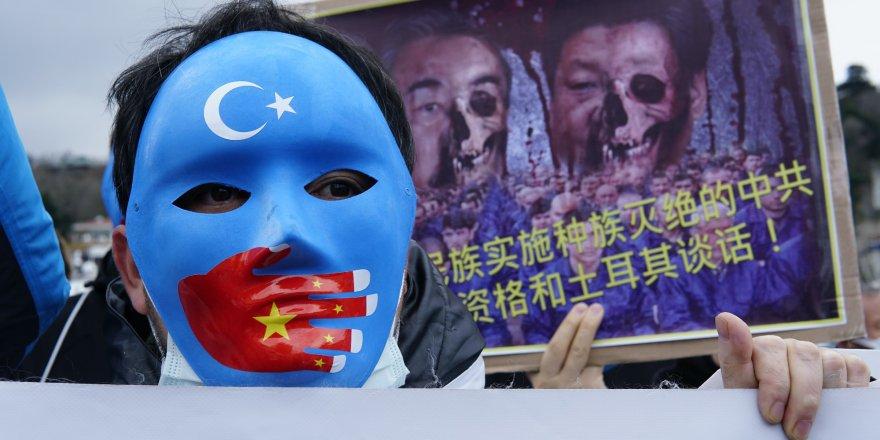 """Doğu Türkistan'lı Uygur Türklerin'den """"Wang Yi"""" protestosu"""