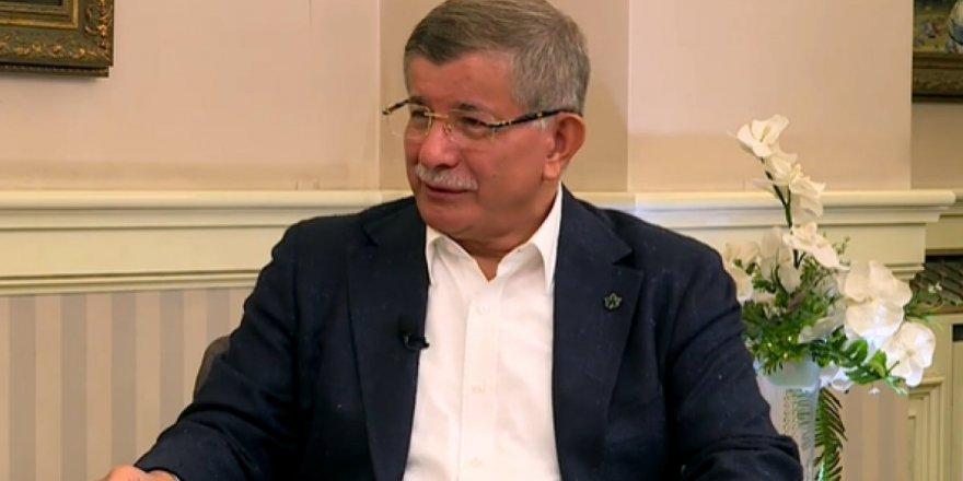 Davutoğlu Suriye'de Kürtler için olası federasyon kararına destek verdi.