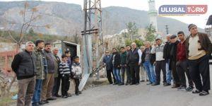 Hırsızlık mağduru mahalle elektriksiz kaldı