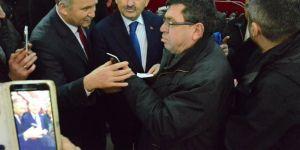 Bakan Müezzinoğlu vatandaşa sigarayı bıraktırdı