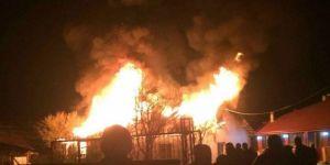 Tek katlı ahşap ev yangında kül oldu