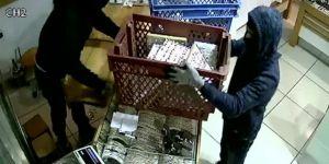 İstanbul'da kuyumcuda  1 milyonluk altın çaldılar