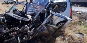 Kayseri'de Tırla otomobil çarpıştı: 2 ölü 3 yaralı