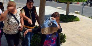 Turist taklidi ile villalardan hırsızlık yapan iki kadın yakalandı