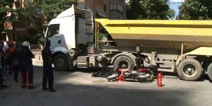 İstanbul'da korkunç kaza! Kamyon, motorsikletli sürücüyü ezdi!