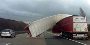 Almanya ve Hollanda'da fırtına can aldı: 4 ölü