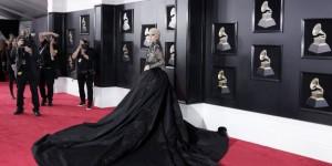 Lady Gaga Avrupa'daki konserlerini iptal etti