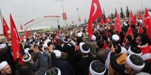 Onbinler Mehmetçik'e destek için Öncüpınar Sınır Kapısına gitti