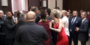 Ünlü DJ Berna Öztürk'e galada saldırı