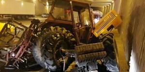 Biri traktör 4 araç birbirine girdi !