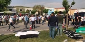 Manisa'da Otomobil İşçilere Çarptı: 3 Ölü