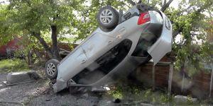 Konya'nın Kulu ilçesinde Takla Atan Otomobil Ağaca Asılı Kaldı