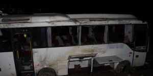 Elazığ-Diyarbakır yolunda Yolcu Midibüsü Devrildi:24 Yaralı
