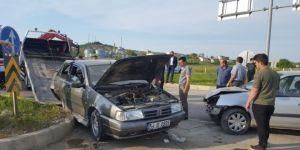 Sakarya'nın Kaynarca ilçesinde İki Otomobil Çarpıştı: 5 Yaralı