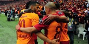 Galatasaray Zaferi Taraftarıyla Kutladı
