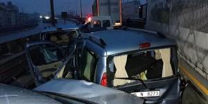 12 Araç Birbirine Girdi: 15 Yaralı