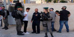 İsrail Ordusu küçük çocukları'da gözaltına almaya başladı