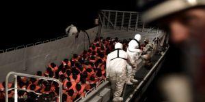 Avrupa'nın insanlık ayıbı:1500 mülteci denizin ortasında