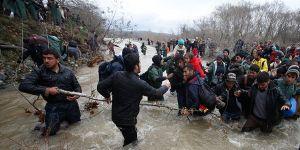 Suriyelilere Türkiye sınır kapılarını hafif araladı
