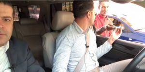 Cüneyt Özdemir Venezuela sokaklarında bir çikolatayla bir depo benzin aldı