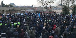 Fatih Camii'nin avlusunda binler Doğu Türkistan'daki Çin zulmünü protesto etti