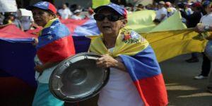 Venezuela'nın tencere tavacıları yeniden meydanlarda