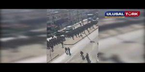 """Eğitimini tamamlayan Suriyeli Özgür Polisler Afrin'in sokaklarında """"Her şey vatan için"""" sloganı attı."""