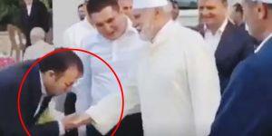 Osman Nuri Topbaş hocanın elini öpen Refik Tuzcuoğlu'nu Sözcü haber yaptı