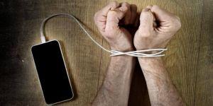 Aman dikkat sosyal medya gençlerin akıl sağlığına zarar veriyor