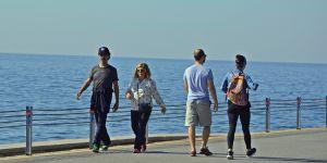 Yağmurlu, şimşekli, gök gürültülü havalardan sonra deniz kenarında yürüyüş ozon tedavisi etkisi yaratıyor