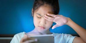 Evde kalan kişilerde 'Bilgisayar Görme Sendromu' riskini artırdı