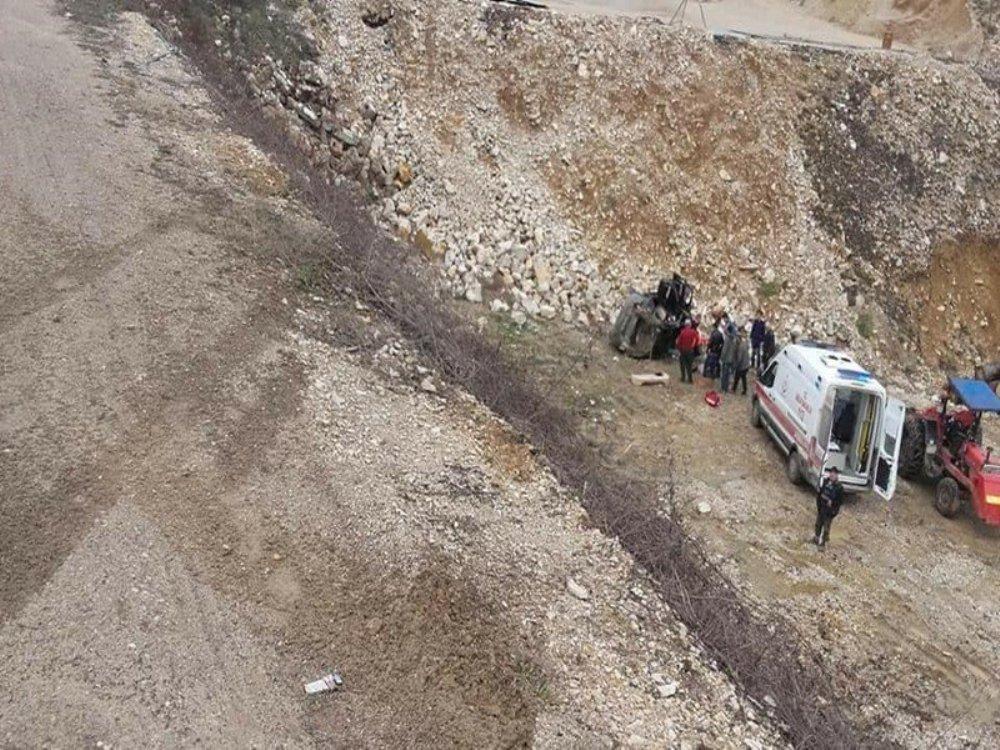 Otomobil 40 metrelik uçuruma yuvarlandı: 2 yaralı
