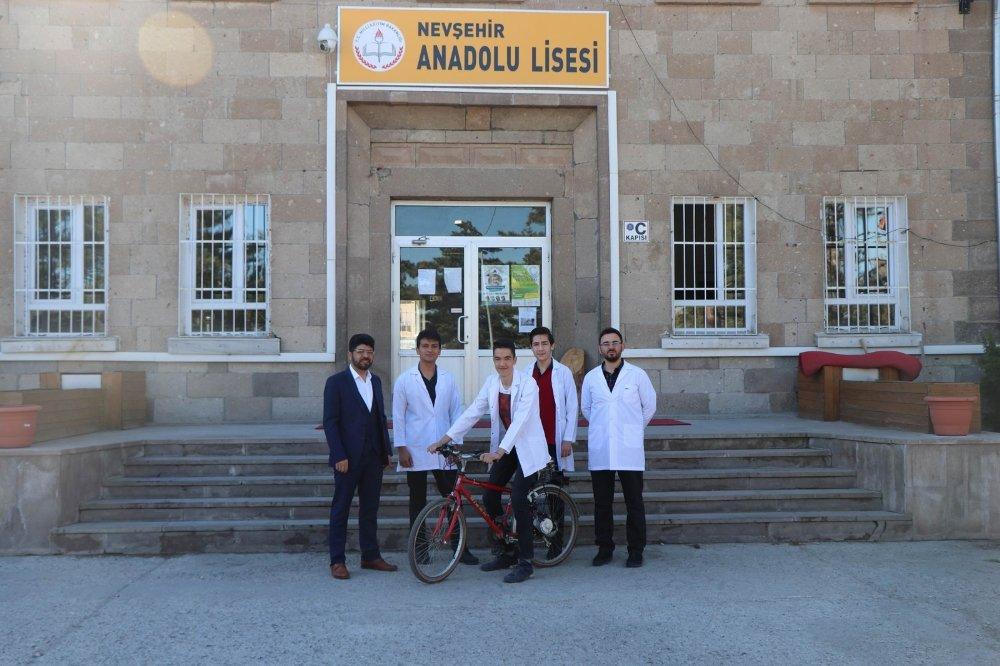 Lise öğrencileri elektrikle çalışan bisiklet yaptı