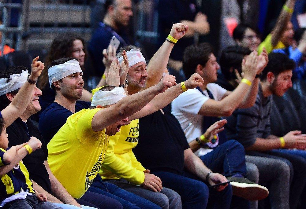 Fenerbahçe Taraftarlarından 'Sargı Bezi' Göndermesi