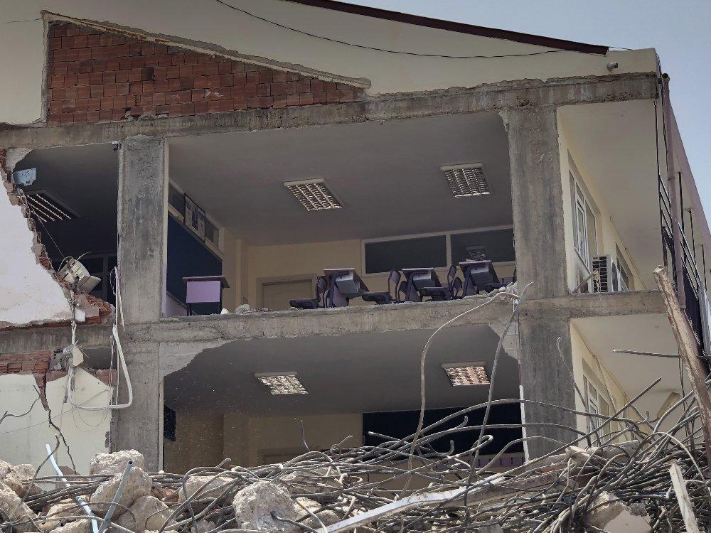 İş Merkezinin Yıkımında Lisenin Duvarı Çöktü